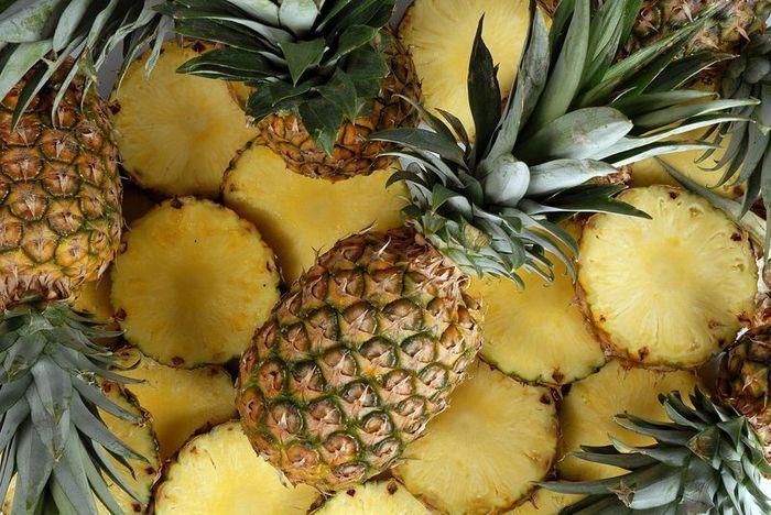 Бромелаин добывают из ананаса